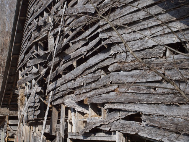 wooden-barn-falling-down-126051297738769VwK.jpg